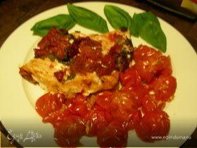 Рыбка, запеченная с вялеными томатами и базиликом, + помидорчики-черри, запеченные с чесноком