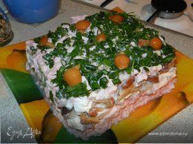 Салат с красной рыбой и грибами