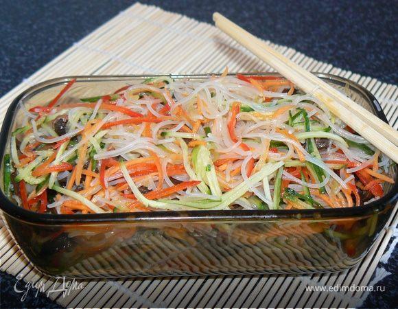 Салат с рисовой лапшой по корейски