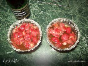 Шампанское с мартини и клубникой