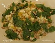 Теплый салат из риса с цветной капустой и мятой