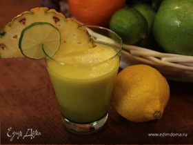 Сок из ананаса, груши и лайма