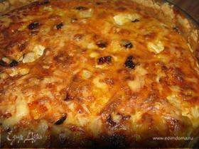 Сырный киш с цветной капустой, цукини и оливками