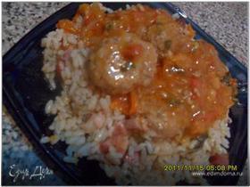 Фрикадельки в томатном соусе с пикантным рисом
