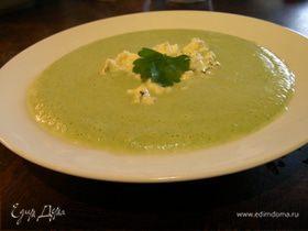 Молочный крем-суп из брокколи и голубого сыра