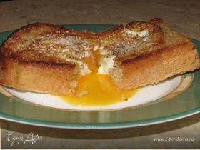 Глазунья в хлебе - быстрый субботний завтрак (повтор)