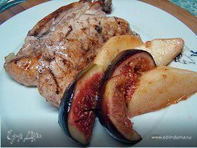 Курица с гарниром из инжира и яблок