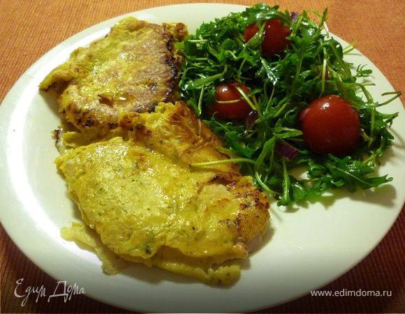 Шницель в пряной горчичной панировке с салатом