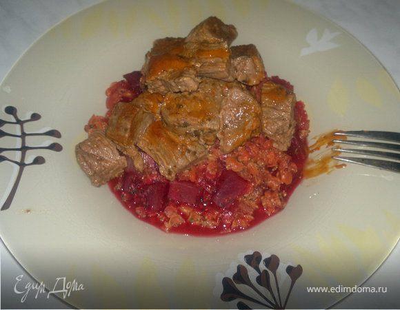Чечевичная похлебка вариант два ( со свеклой, луком и горчицей ) + говядина тушеная в томатно-перечном соусе.