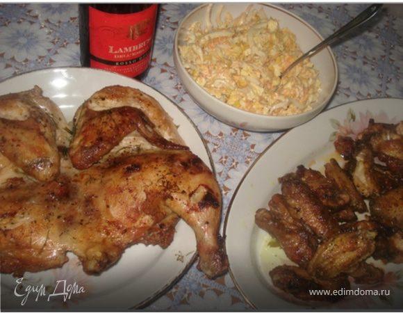 Салат с кальмарами, цыпленок табака и куриные крылышки барбекю