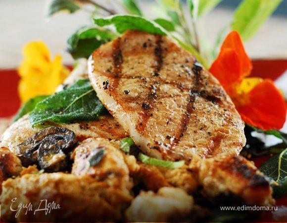 «Свинина с грибами и черносливом», рецепт от Ирины Лаховой