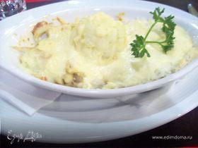 Филе хека в сливочном соусе с рисом и сыром