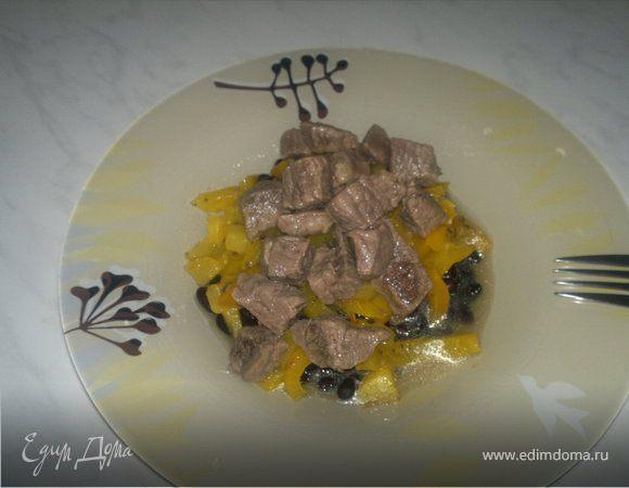 Похлебка из черных бобов и говядины и сладкий тропический чатни