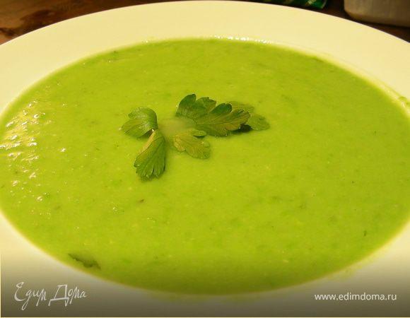 Легкий суп-пюре с зеленым горошком и эстрагоном