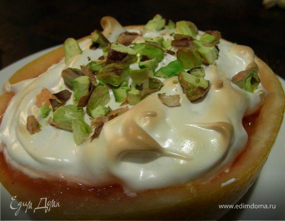 Легкий десерт из грейпфрута с меренгой и фисташками