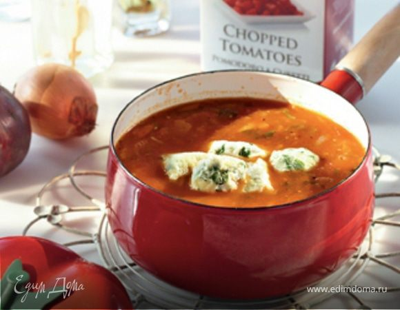 Томатный суп с клецками из зеленого лука