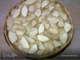 Тарт с яблоками в карамели