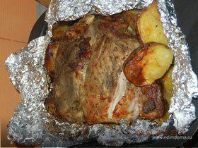 Запечённая свиная лопатка с картофелём