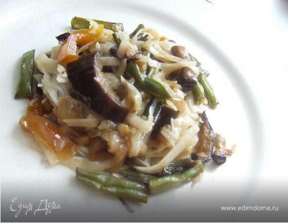 Рагу из баклажанов с рисовой лапшой