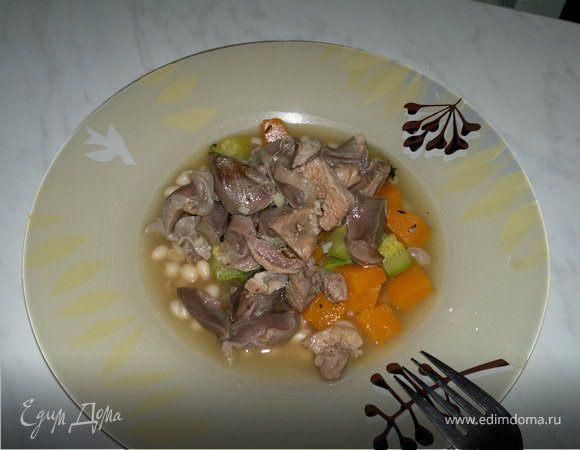 Похлебка с индюшачьими желудочками, бедром и овощами