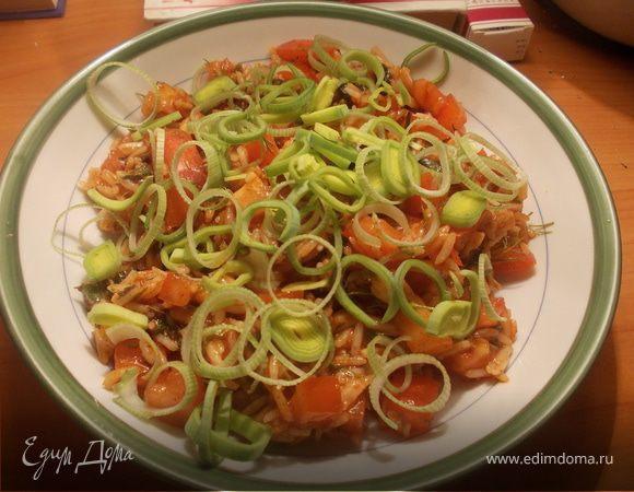 Рисовый салатик с пореем и помидором