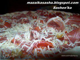 Пицца с оливками и хамоном