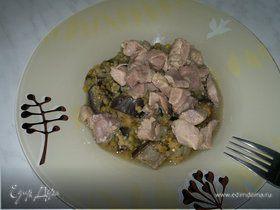 Чечевица по-тайски с имбирем и чесноком, баклажаном и бедром индейки