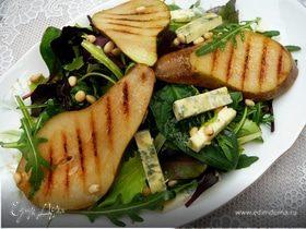 Зеленый салат с грушами гриль