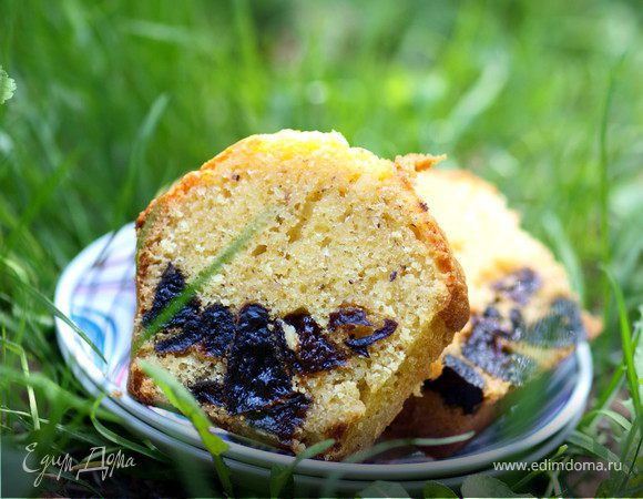 Миндальный кекс с черносливом
