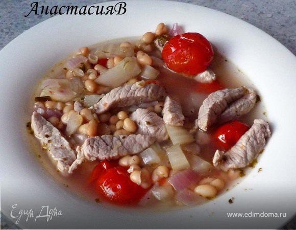Густой суп из свиного шницеля с фасолью и фенхелем