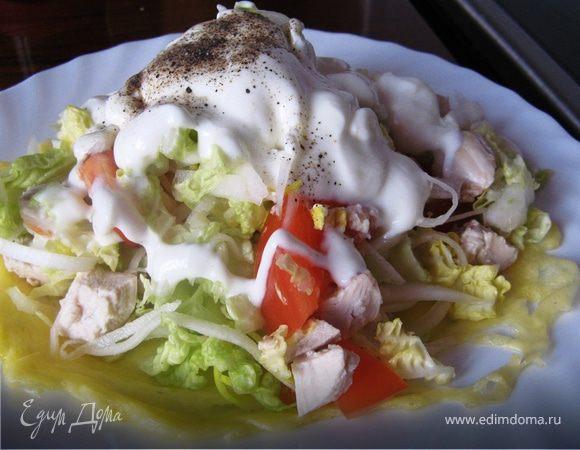 Американский салат с дайконом в сырной корзинке