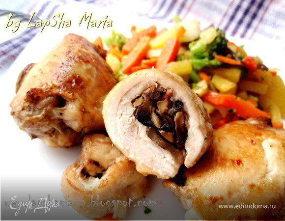Куриные бедра, фаршированные грибами и беконом