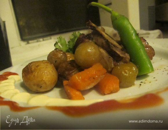Ягнятина с алычой,молодым картофелем и винным соусом