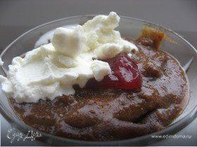 Сладкий хлебный суп-десерт с сухофруктами и сливками