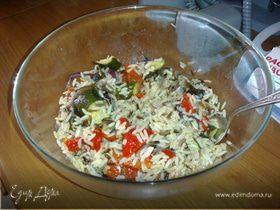 Салат из смеси риса с печеными овощами