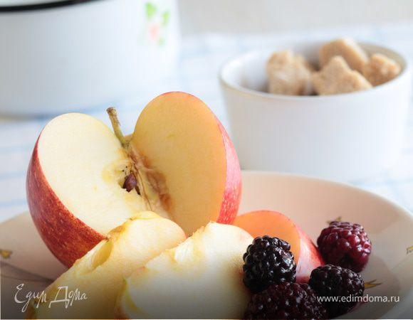 Пюре из яблок и ежевики