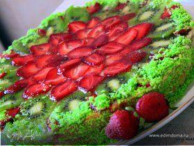 Летний торт с сочным киви и клубникой