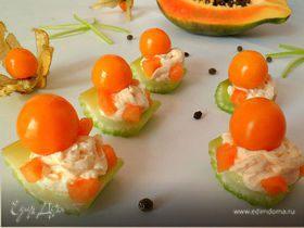 Канапешки из сельдерея, папайи, сливочного сыра и физалиса