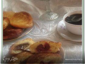 Ванильные сырники (творожники) с шоколадом и вишней