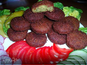 Фаляфель (жареные во фритюре шарики из измельченного нута)