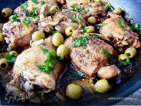 Куриные бедрышки с чесноком и оливками