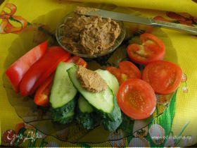 Паштет из чечевицы с орехами и черносливом