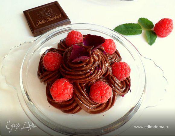 Шоколадный крем-мусс из авокадо с малиной, лепестками роз и мятой (для Марго)