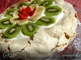 Торт-безе со взбитыми сливками и фруктами