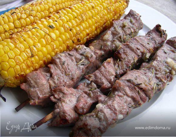 Запеченная кукуруза-гриль с ароматными травами