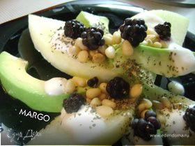 Десертный салат из дыни с авокадо