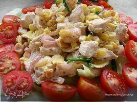 Салат с курицей, омлетными блинчиками и кукурузой