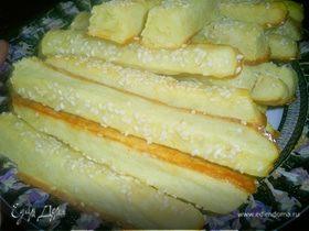 Слоеные картофельные палочки с кунжутом