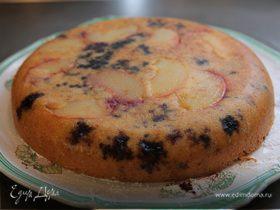 Пирог с персиком и голубикой