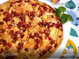 Яблочный пирог «Лакомый кусочек» с вяленой клубникой и кедровыми орехами
